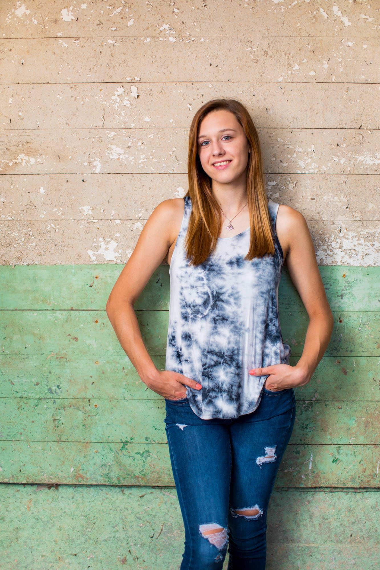 Senior Portraits with Gracie Baker in Taneytown Maryland with Photographer Kelly Heck