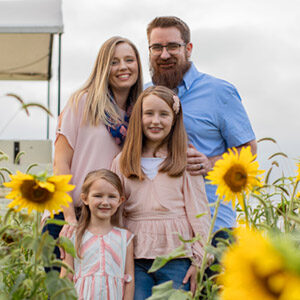 Family Portraits at Local Homestead Products in New Windsor, MD | Sunflower Minis by Kelly Heck Photography https://www.kellyheckphotography.com @kellyheckphotography